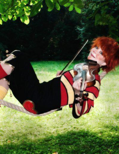 Antoschka_rope-violin